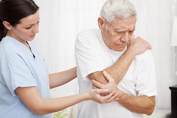 Đau xương ức và những điều cần biết về căn bệnh này